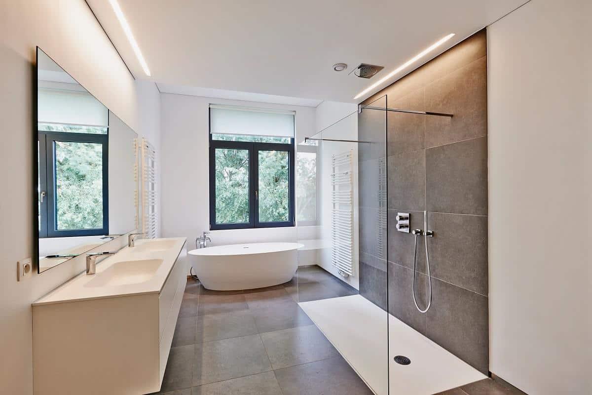 Quel revêtement pour un plafond de salle de bain ?