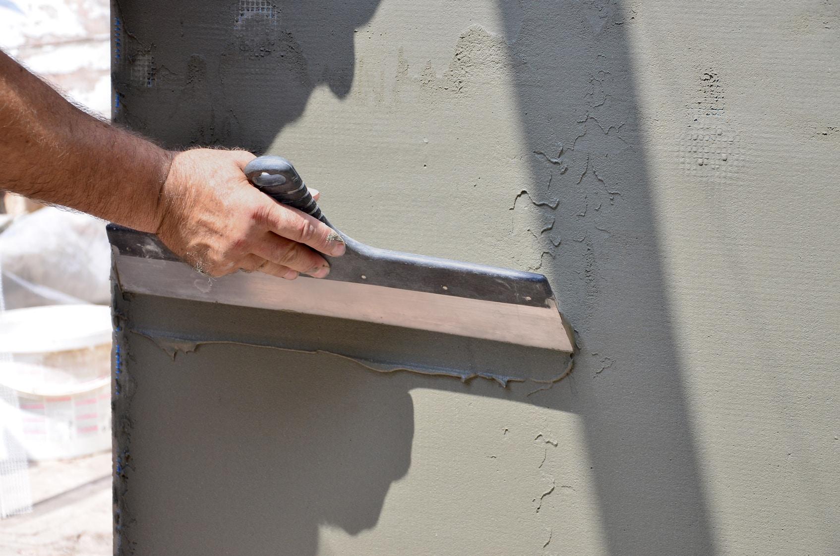 Quel produit pour enduire un mur extérieur ?